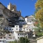 Alcalá del Jucar, dorp met grotten is gelegen in een kloof