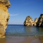 Algarve, decor van rotsen en strand