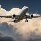 Kinderen die alleen reizen met het vliegtuig