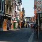 Stratumseind Eindhoven: lange stapstraat met ruim 50 cafés