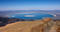 Mono Lake vanop afstand / Bron: Clr flickr from Rocklin, USA / Wikimedia Commons